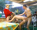 Jeune blonde baise papy et son petit fils