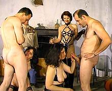 2 matures soumisent a toutes les perversions - 2 5