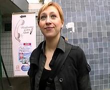 une parisienne part à Nanterre pour un plan cul en extérieur