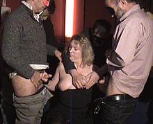 dogging d'une libertine quinquagénaire dans un cinéma porno