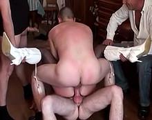 baise anal amateur Une épouse infidèle et lubrique dans une orgie