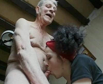 Grand-père donne des leçons très particulières...