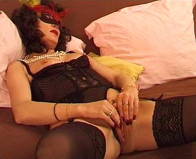 Ejaculation féminine d'une mature libertine