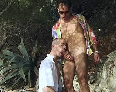 Une bonne baise homo au bord de la mer