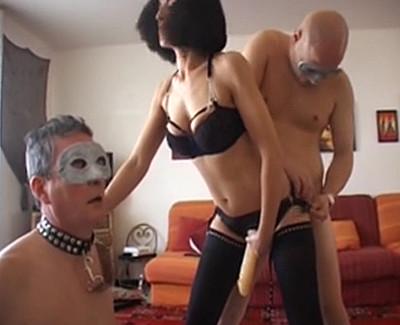 La salope arabe qui s'éclate avec trois bisexuels